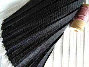voile-noir-plisse