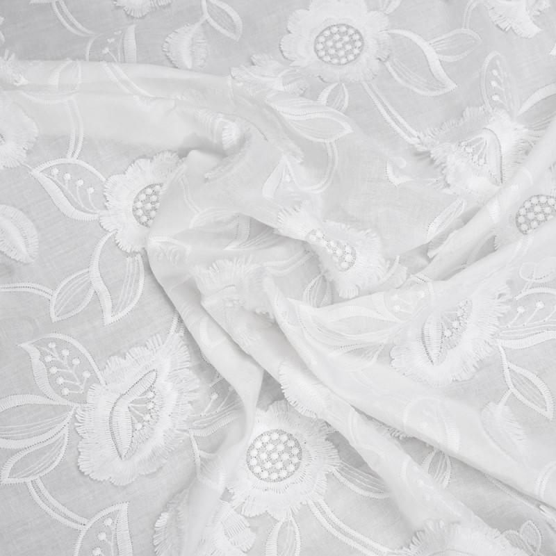 tissu-coton-broderie-anglaise-blanc-casse-motif-fleurs-et-petales-a-franges
