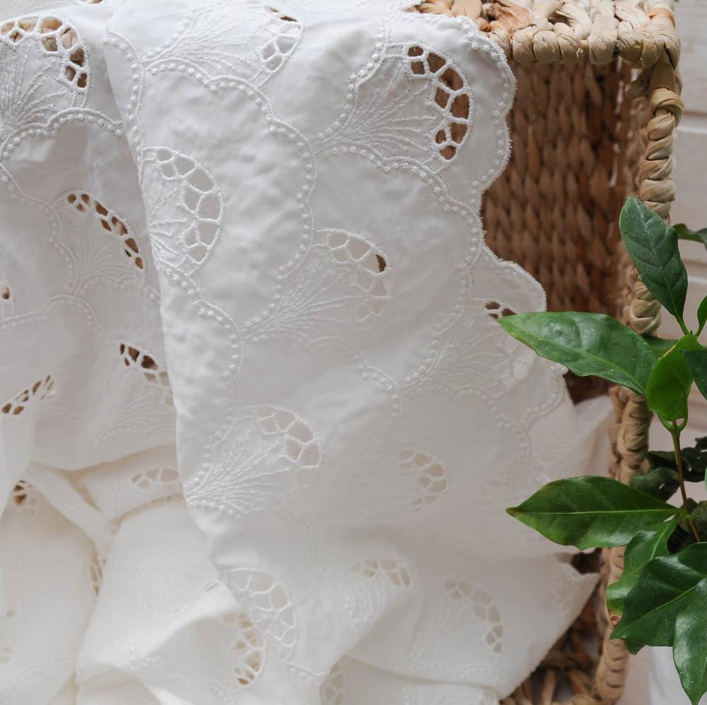 au-metre-magnifique-voile-de-coton-blanc-broderie-ajouree-en-140cm-n10355