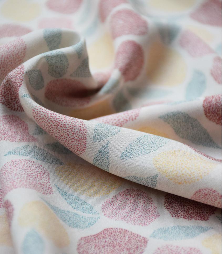 tissu-viscose-fruit-des-bois-cream